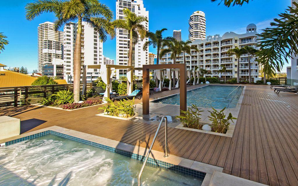 Stylish Beachside Apartment in Prime Location