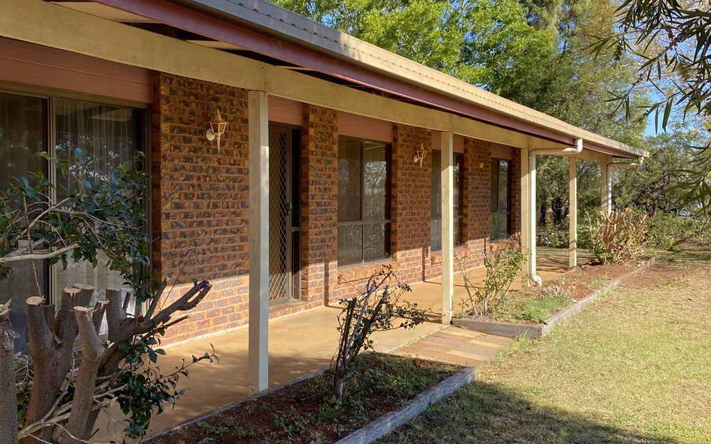 Large family home with 2 x Air Conditioners!