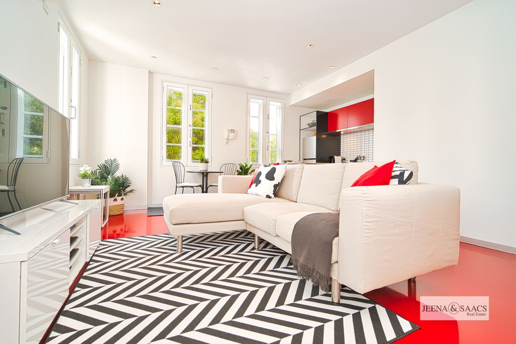 FULLY FURNISHED MODERN APARTMENT BY FAWKNER PARK