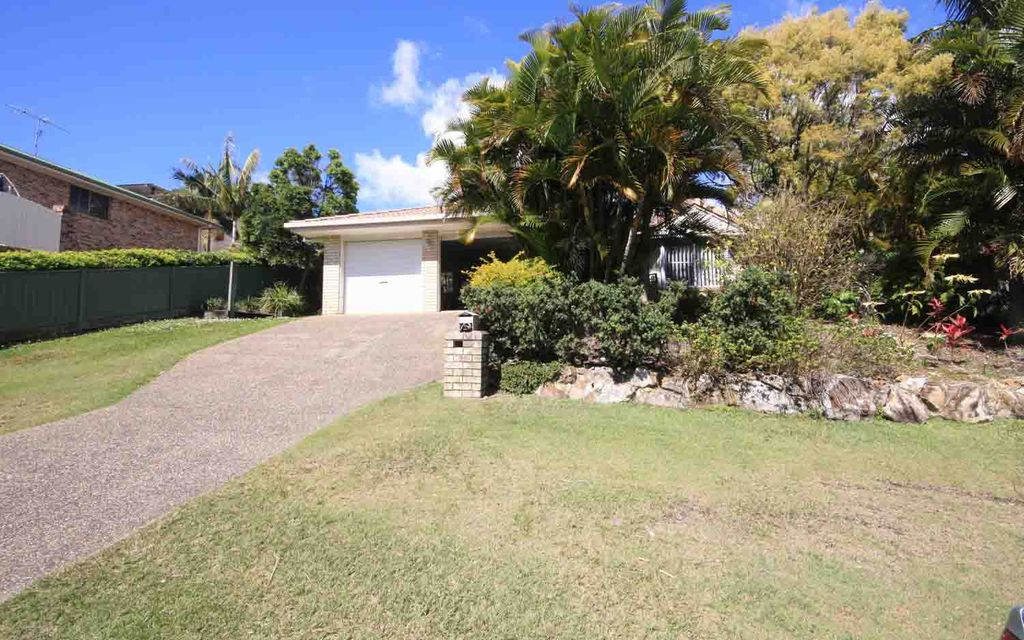 LOWSET BRICK HOME IN SOUGHT AFTER AROONA