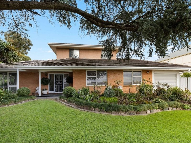 Beautifully Maintained 5 Bedroom Family Home on Large Corner Block