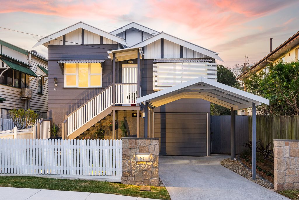 FAMILY HOME – Renovated Queenslander Near Parkland