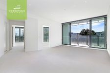 Luxurious 2 Bedroom Apartment Right Above Green Square Station