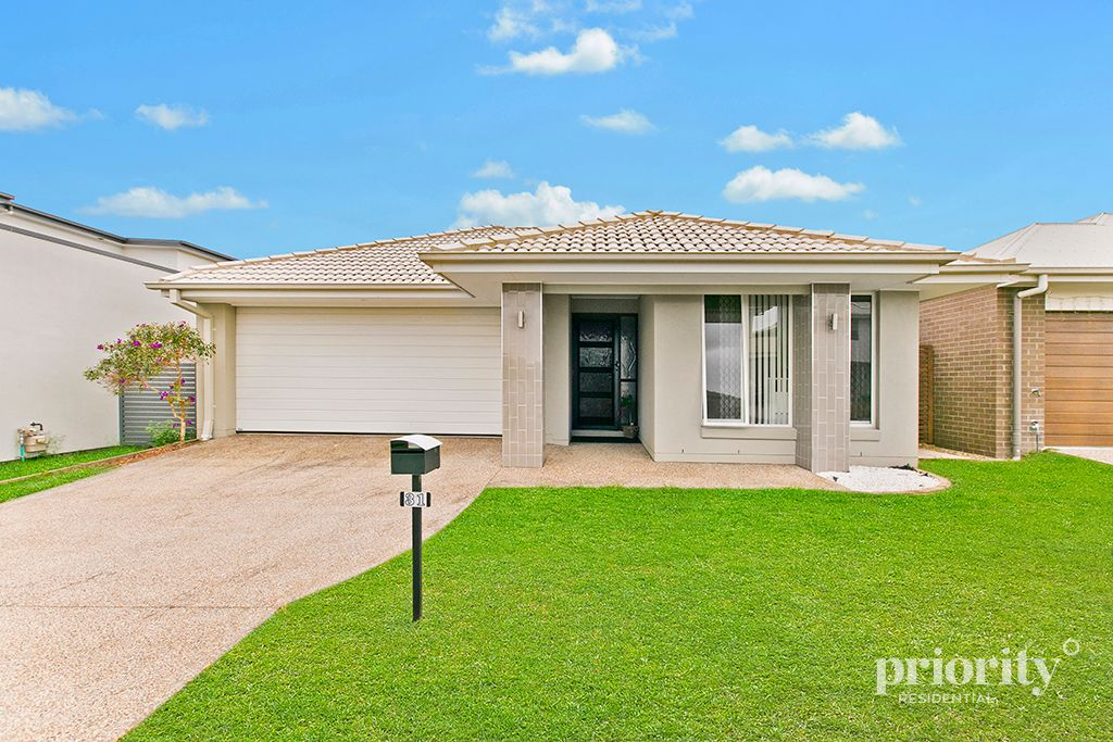 NEARLY NEW METRICON HOME, OPPOSITE PARK IN CAPESTONE!