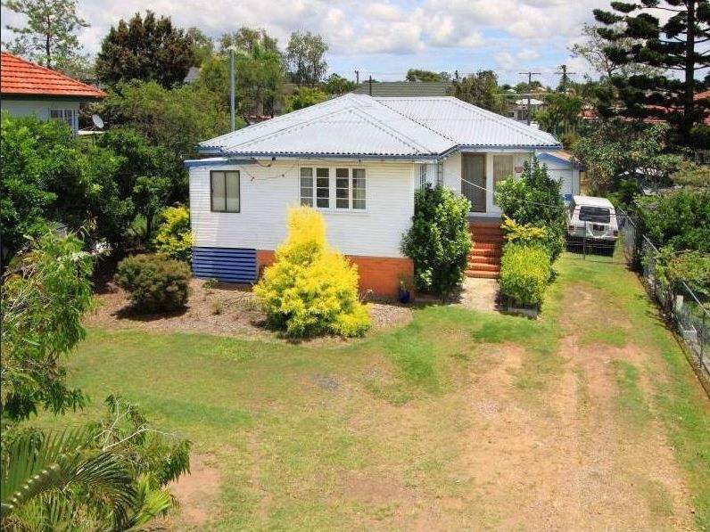 Charming 2 Bed Home Within Walking Distance To Everything!