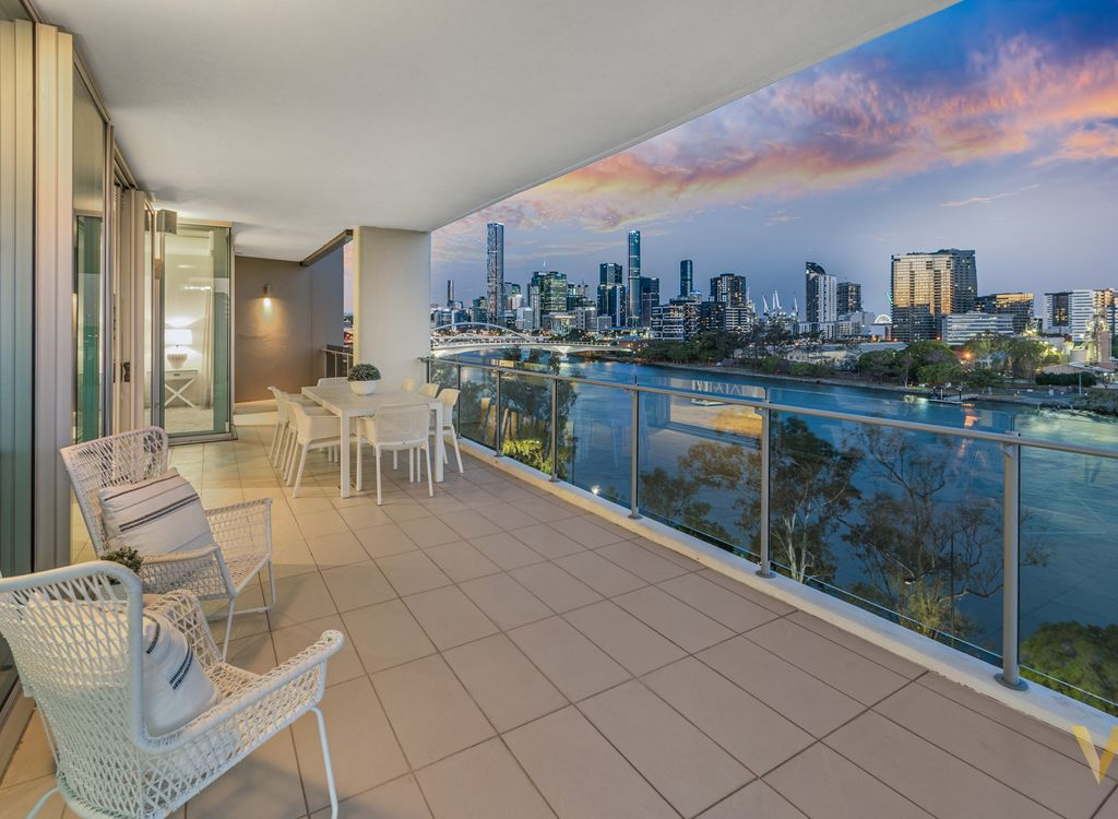 376sqm Sub-Penthouse with City & River Views