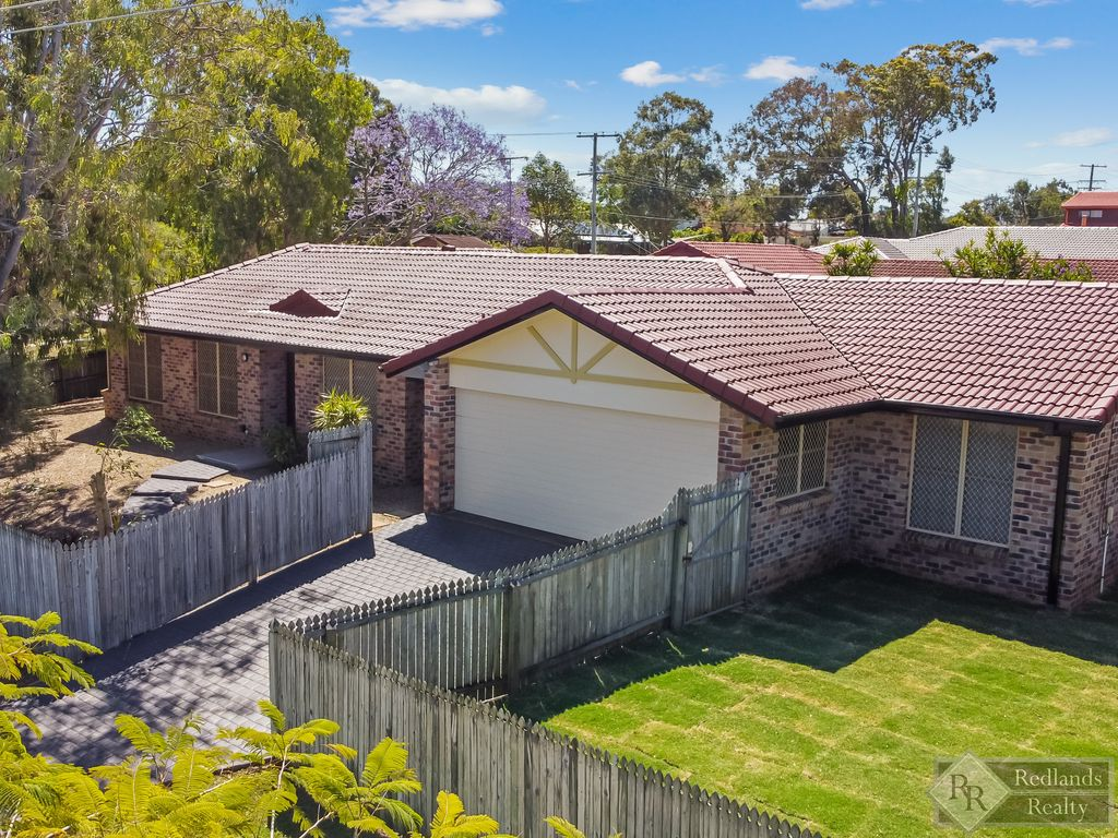 FULLY RENOVATED + BIG BLOCK + POOL = THE ULTIMATE FAMILY HOME!