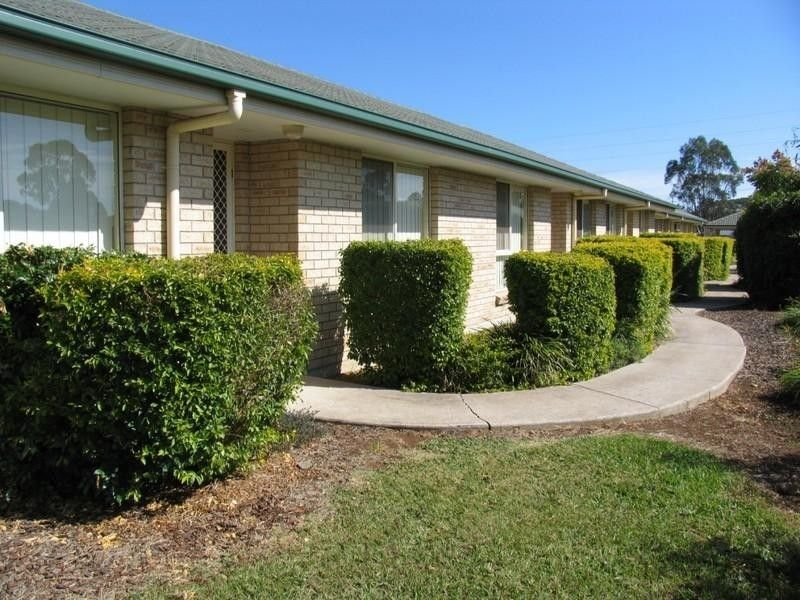 2 Bedroom Unit Close to Town