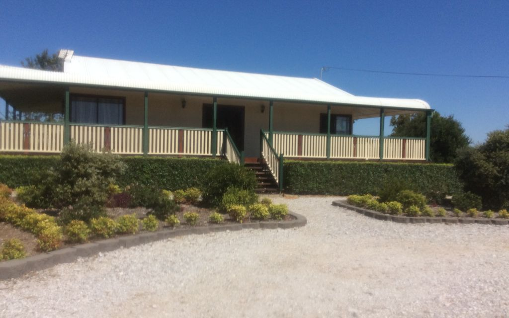 Beautifully Renovated Home on 5 Acres – APPROVED APPLICANT