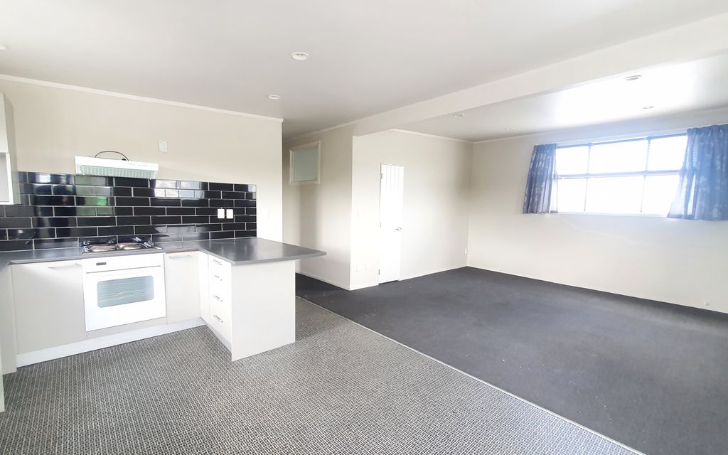 Upstairs 3 bedroom apartment WITH WATER INCLUDED