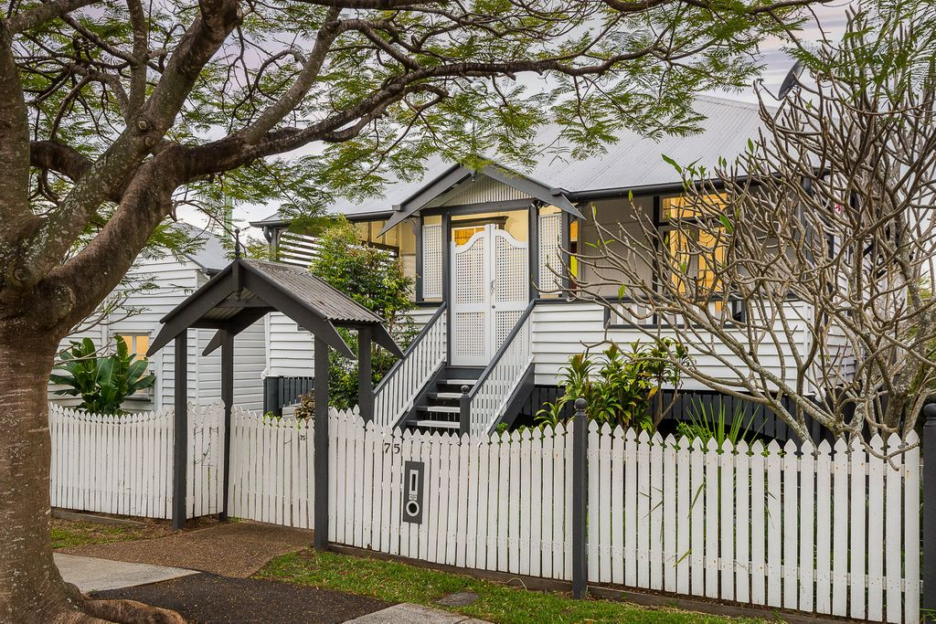 CLASSIC HOME – Queenslander With Standalone Shop Space