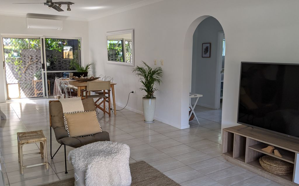 COOL TROPIC STYLE AND EASY LIVING
