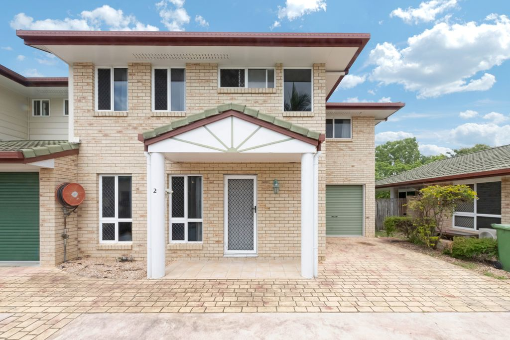 A Cut Above – 3 Bedroom Unit Overlooking Water Featured Nature Park