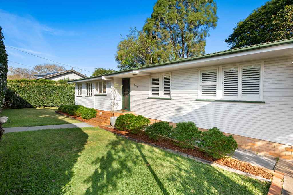 LOW-SET ENTERTAINER IN THE GROWTH HOTSPOT OF WAVELL HEIGHTS