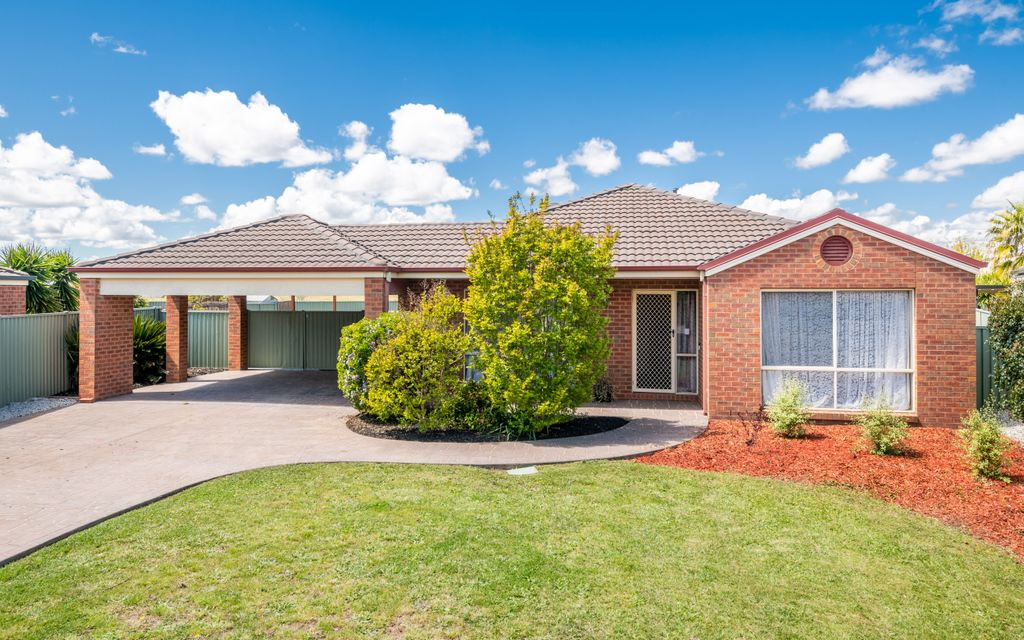 Large Home in Quiet Court Location!