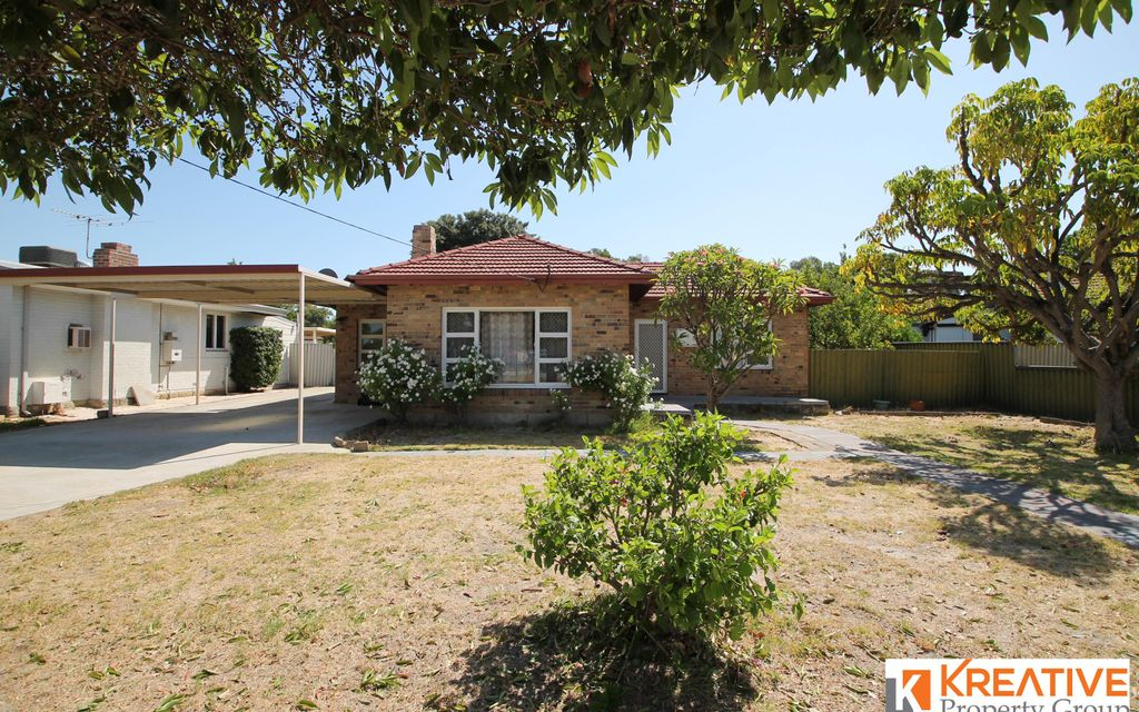 Neat & Tidy House in Great Location!