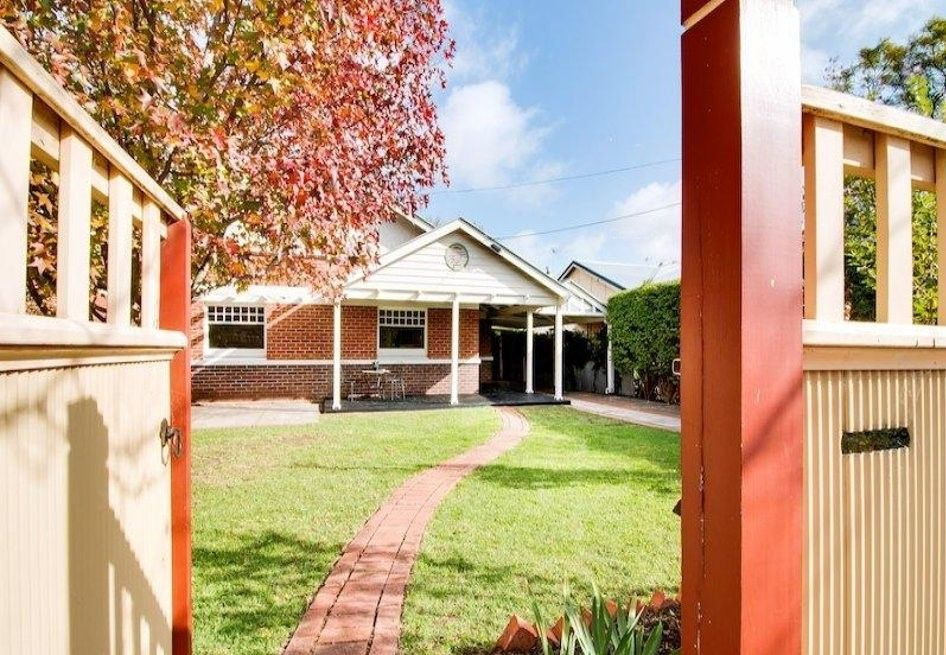 4 BEDROOMS + 1 STUDY ROOM CLASSICAL DOUBLE-BRICK HOME ZONED IN GLENUNGA HIGH SCHOOL