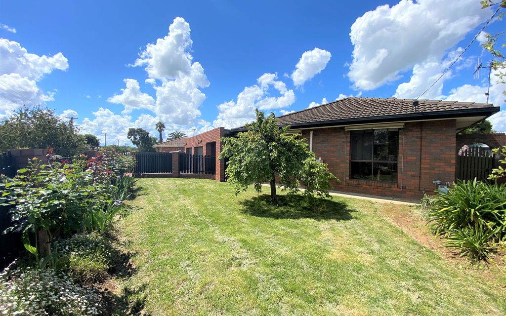 The Best of Everything! 3 Bedroom Family Home, Outdoor Entertainment Area & More!