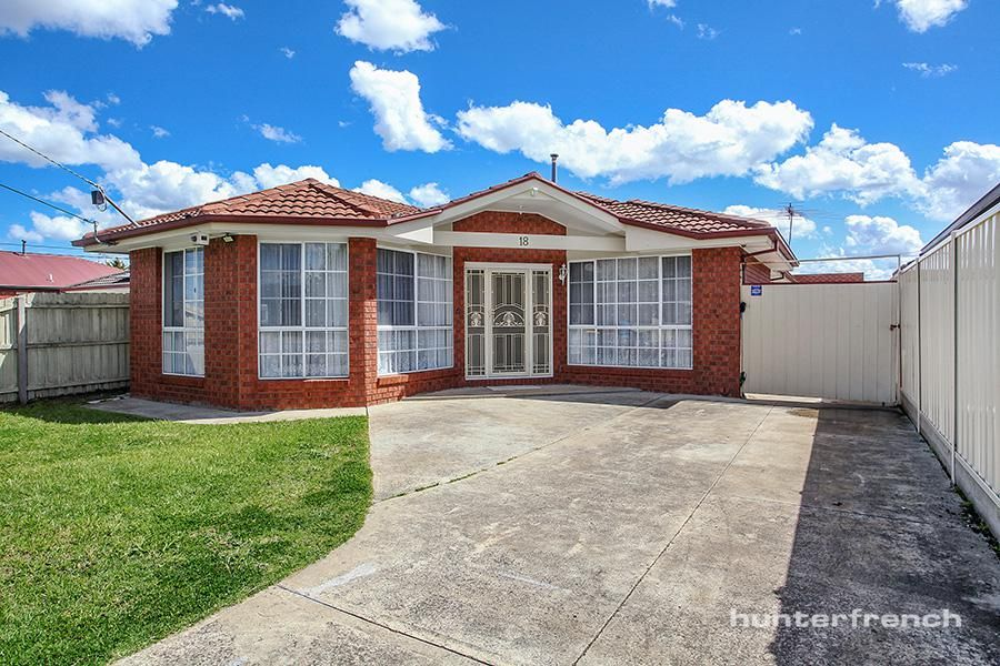 LARGE FAMILY HOME IN QUITE COURT LOCATION