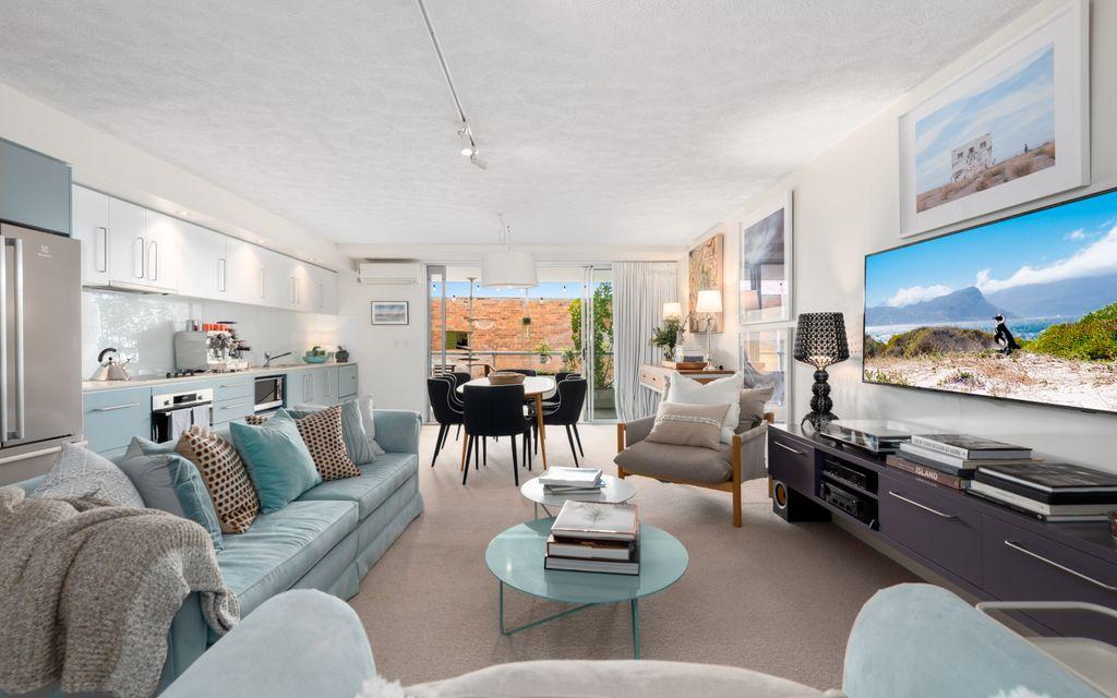 Generous Private Contemporary Living, Ideal Lifestyle Precinct