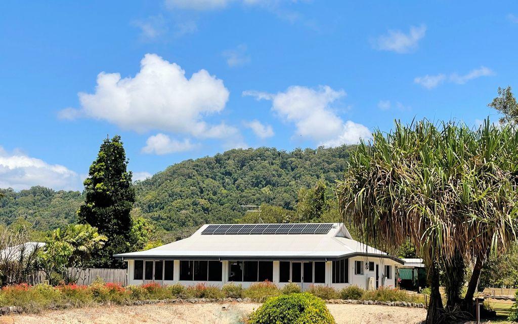 UNIQUE BEACHSIDE HOUSE AND DOUBLE LOT LAND  |  1.25 ACRES