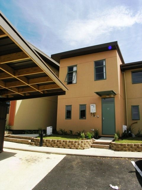 3 bedroom townhouse with 1 bathroom