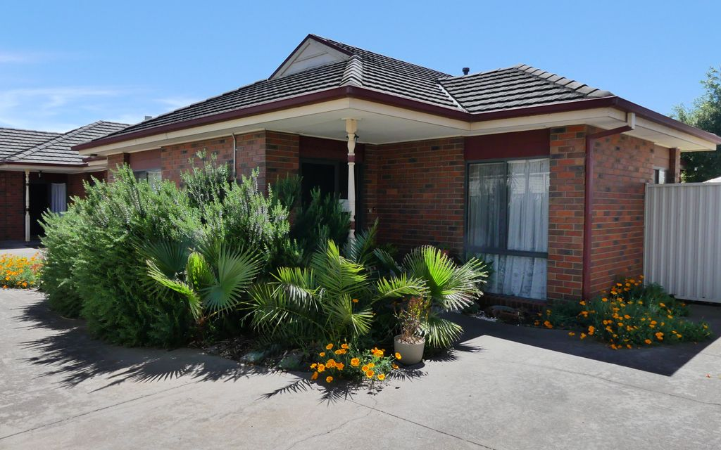 Central Shepparton 2 Bedroom Townhouse – Neat, Low Maintenance and Private!