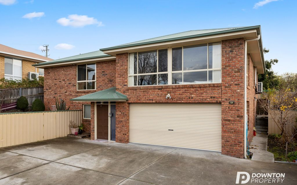 LARGE FAMILY HOME IN SUPERIOR SUBURB!