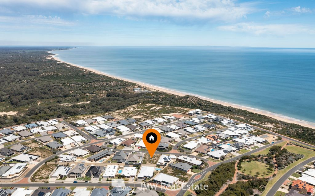 RARE VACANT OCEANSIDE LAND – WALKING DISTANCE TO THE BEACH