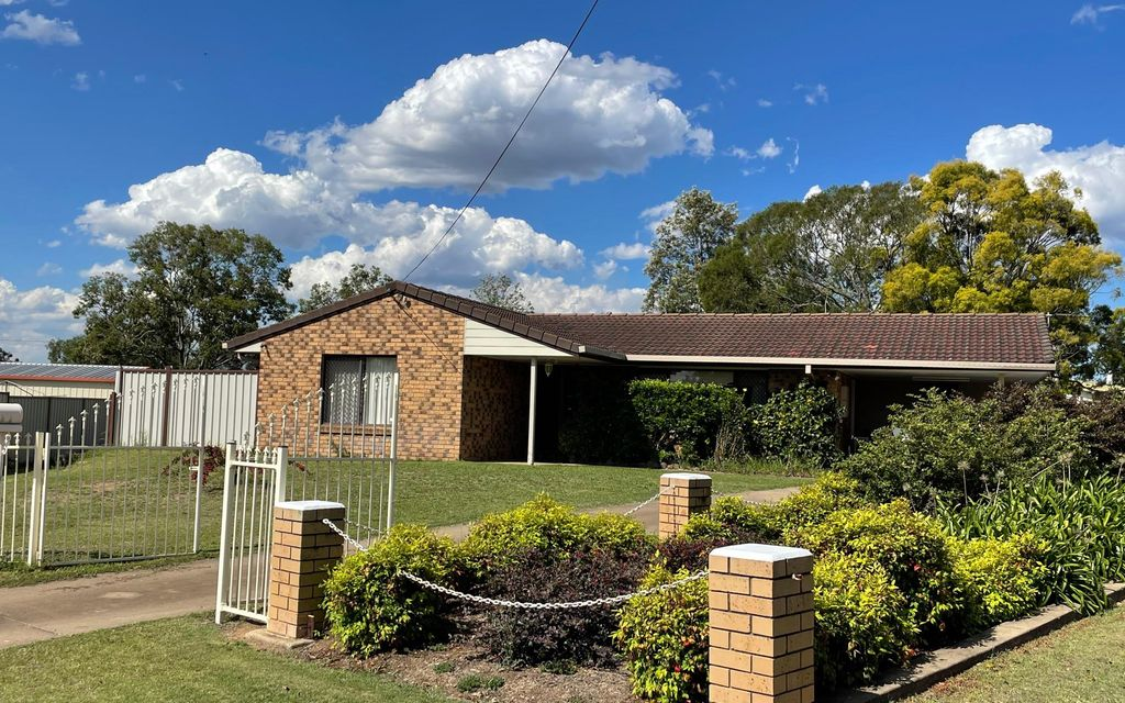 3 Bed + Office – Brick  Home in a Private Quiet Cul de sac – With Room for a Caravan