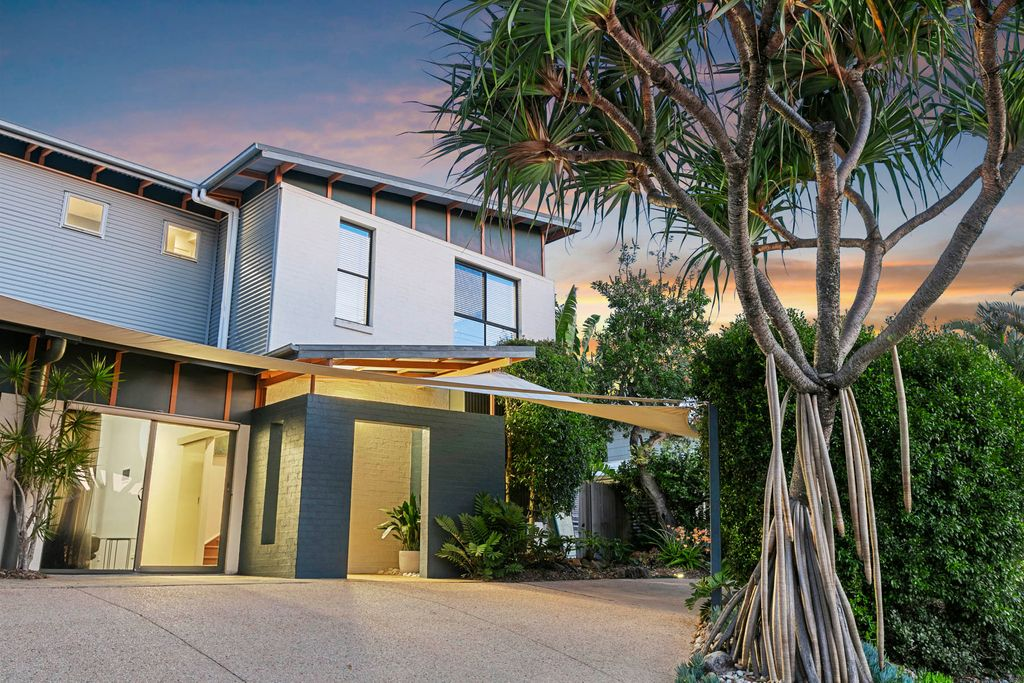 Immaculate duplex in sought after beachside locale
