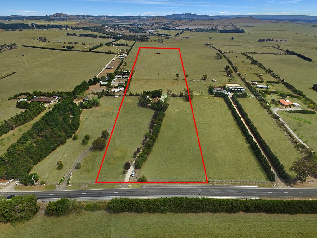 HORSE LOVERS TAKE NOTE – 22 acres (approx)