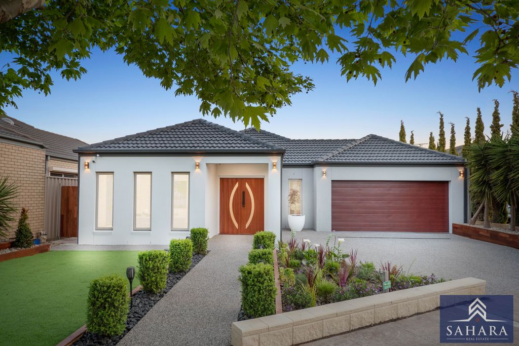 Stunning contemporary fully renovated family home in Heart of Caroline Springs !!
