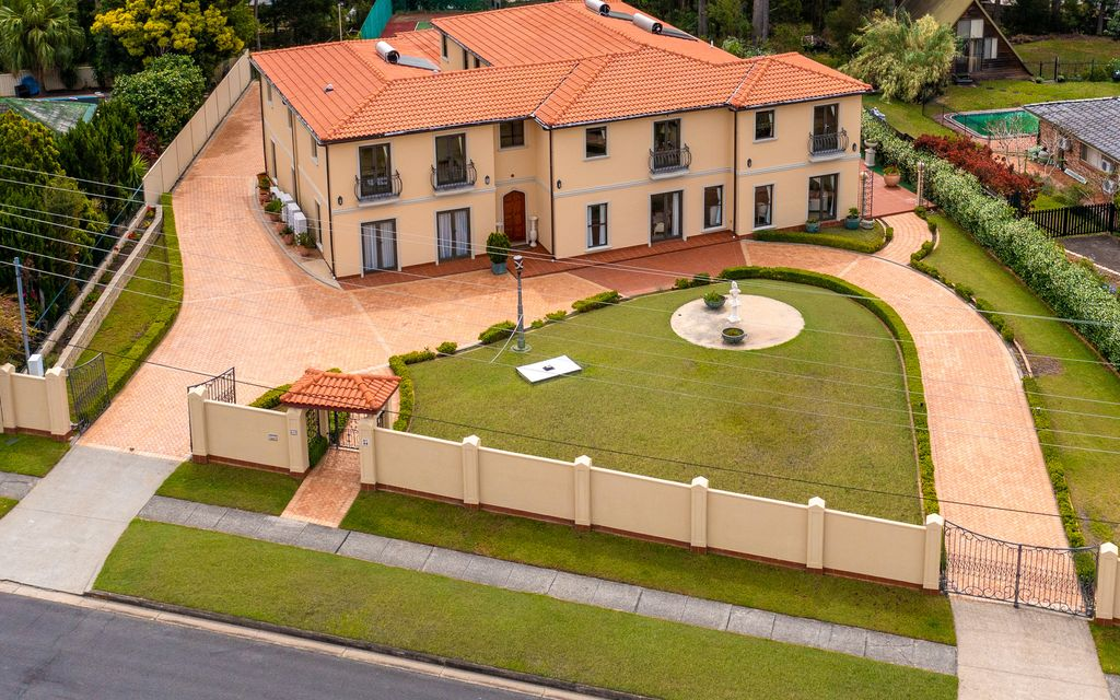 CLASSICAL GRANDEUR ON A GRAND SCALE – 3111m2  LAND  – CENTRAL LOCATION – ONE OF A KIND