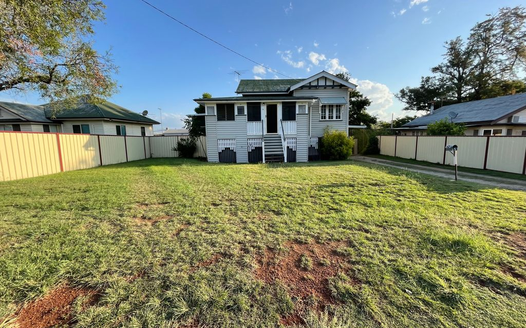 Air-conditioned, 3 Bedroom Home on a spacious 1012m2 block
