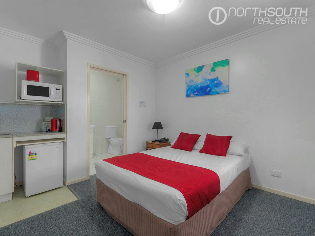 Fully furnished studio in great location! **short term options available**