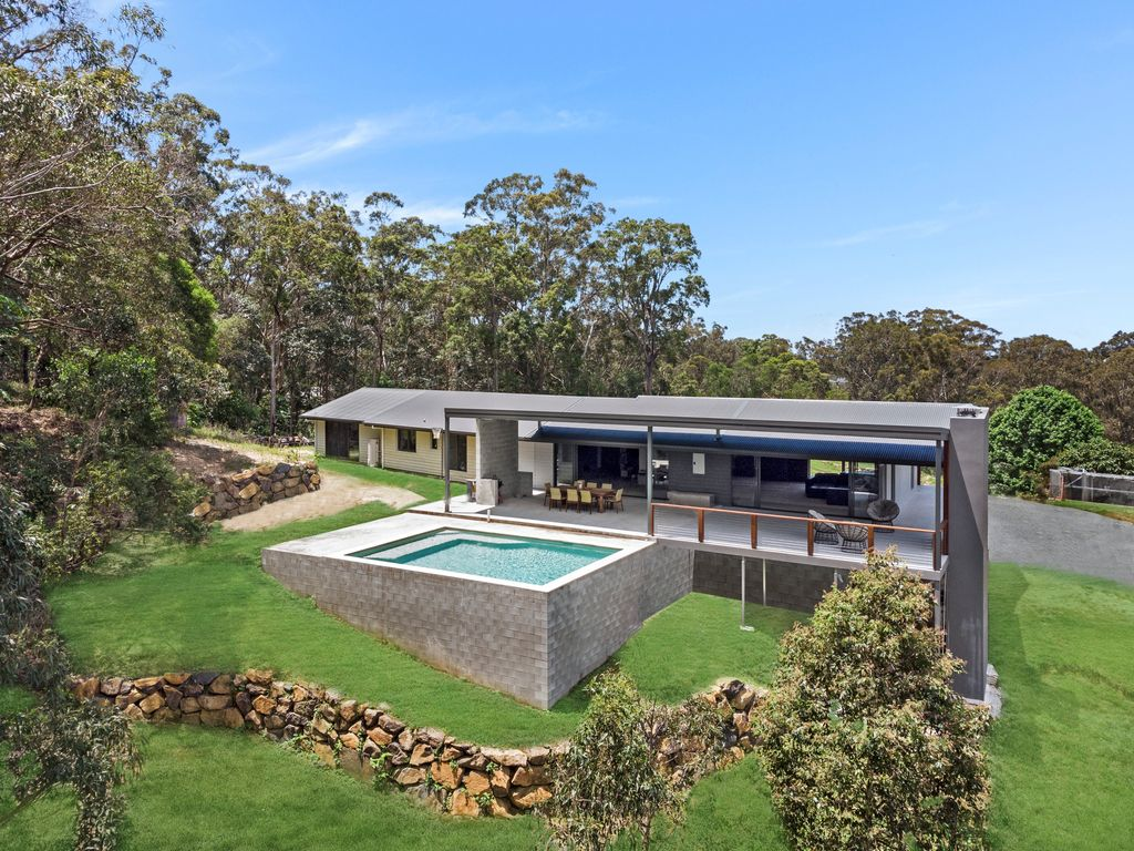 WOW!  15 Acres … only 8 minutes to Burleigh Beach!