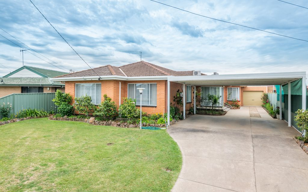 Well Presented Large Family Home!