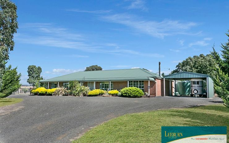 Horse Lovers Haven on approx 5 Acres