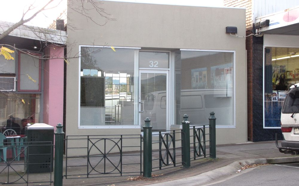 SHOP AND FULLY SELF CONTAINED UNIT IN PRIME LOCATION!