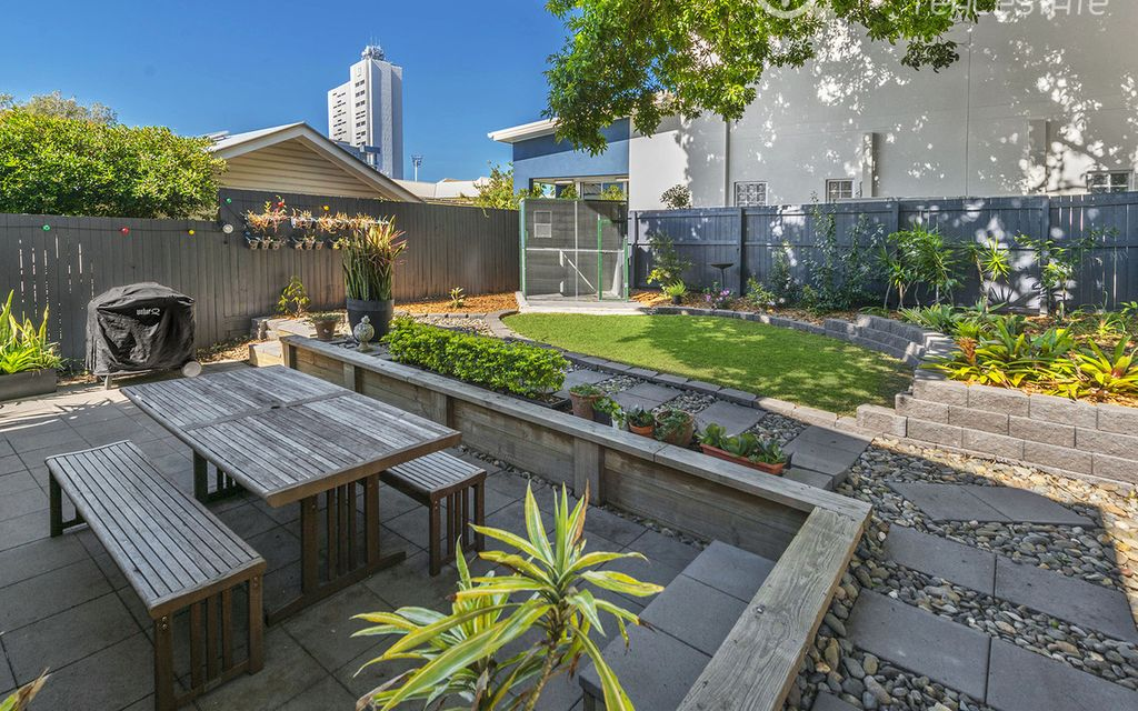 Beautifully Presented Home in Kangaroo Point – Fully furnished