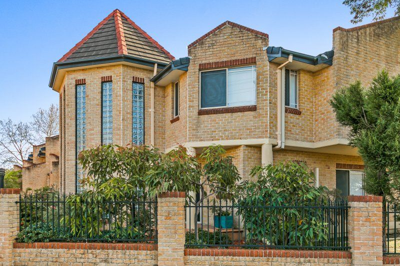 AUCTION 16 SEP ON SITE 2PM – SUBLIME SUN SOAKED TOWNHOUSE!