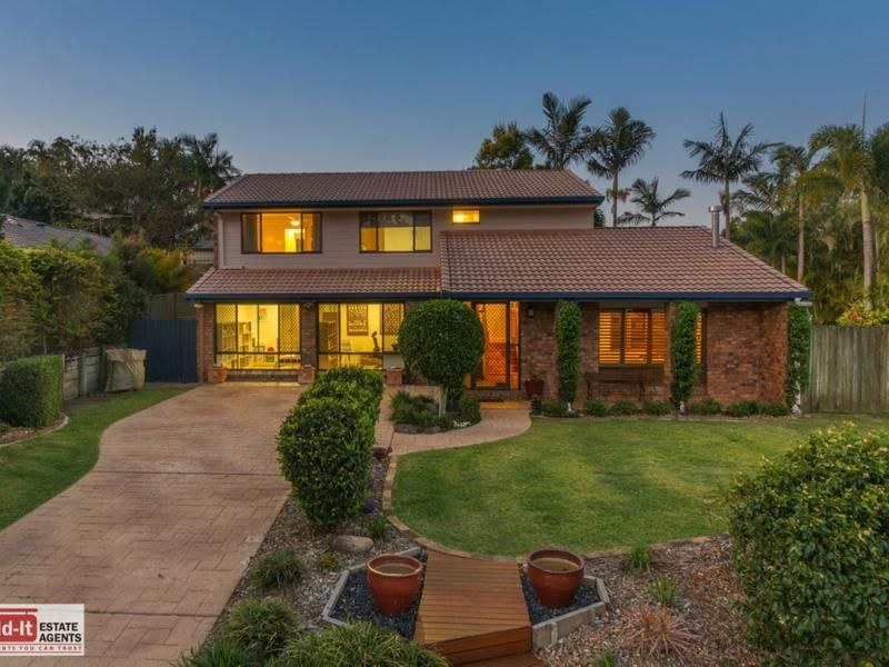 Huge Family Home in Fantastic Location!