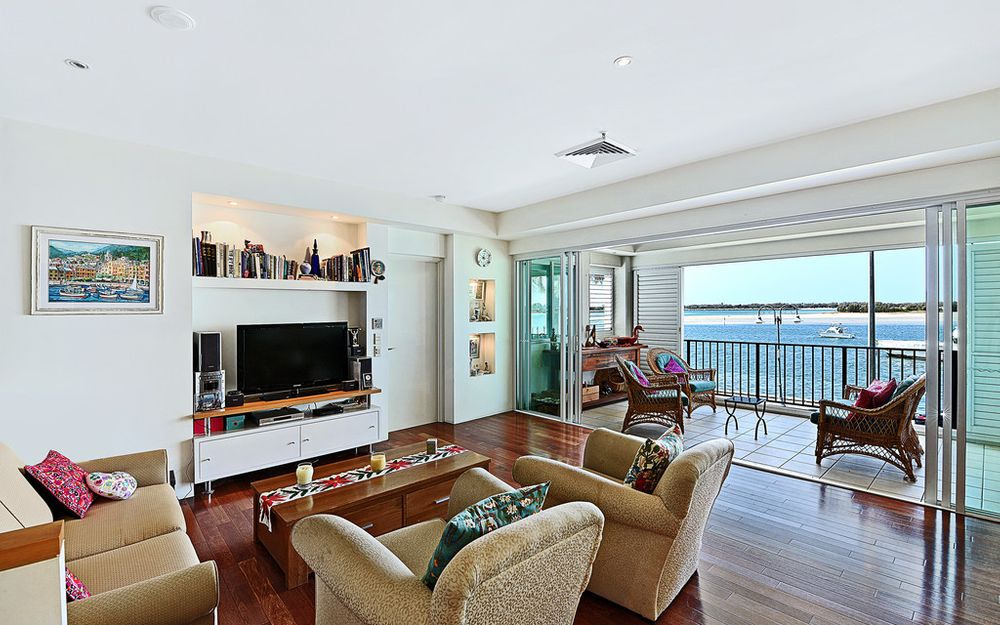 TIGHTLY HELD WATERFRONT VILLA ON THE BROADWATER