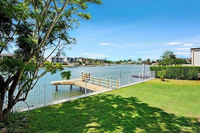 RARE NORTH FACING MAIN RIVER RESIDENCE – MOVE IN OR RENOVATE – EXCEPTIONAL OPPORTUNITY
