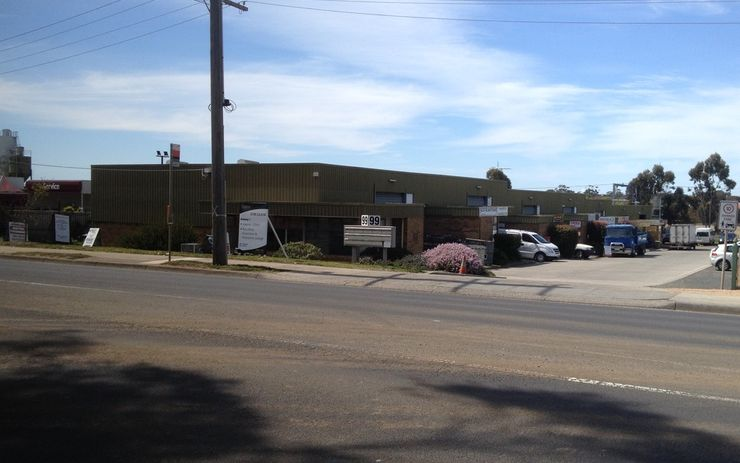 High Exposure Factory with office & showroom and mezzanine storage facility.
