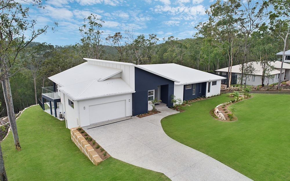BRAND NEW 760sqm FAMILY HOME ON 1 ACRE BLOCK – LOCATED IN THE EXCLUSIVE MUDGERRABA FOREST ESTATE