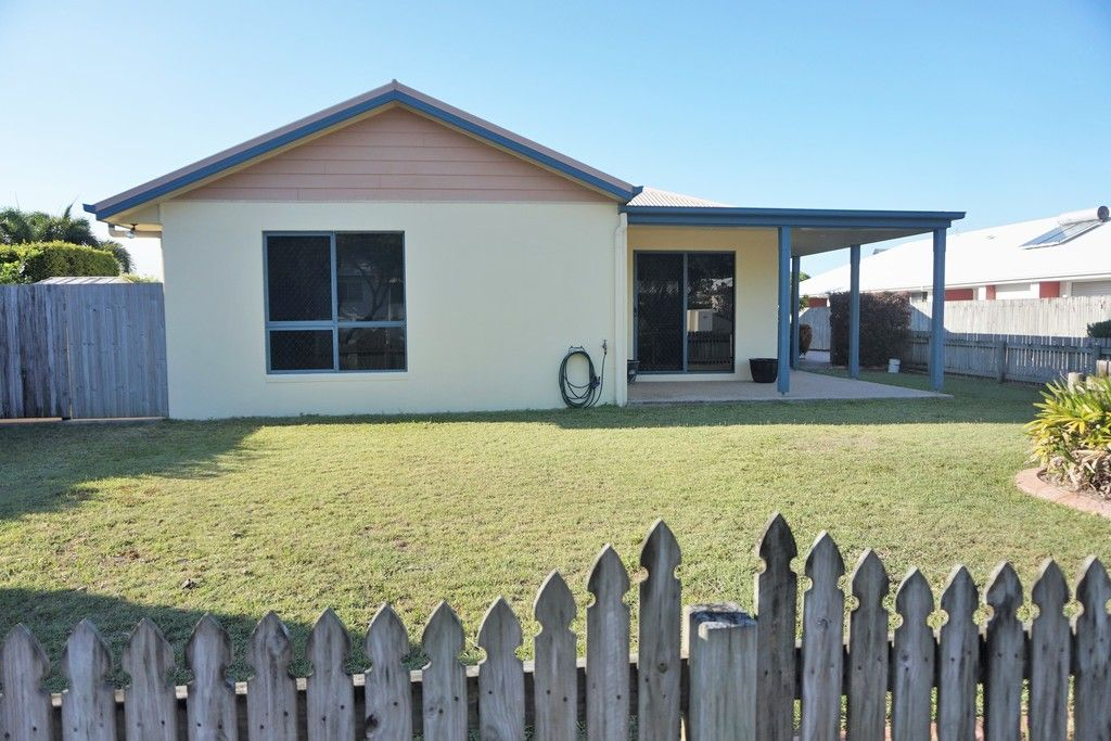 *** APPLICATIONS CLOSED *** Well Maintained 3 Bedroom Duplex.