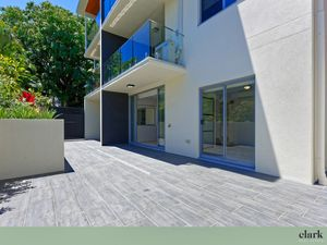 Boutique Ground Floor Living – Large Private Courtyard