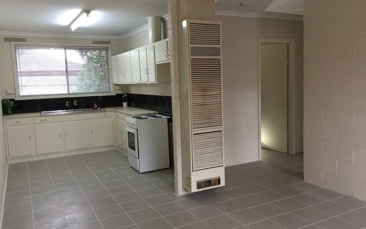 RENOVATED UNIT CLOSE TO TOWN